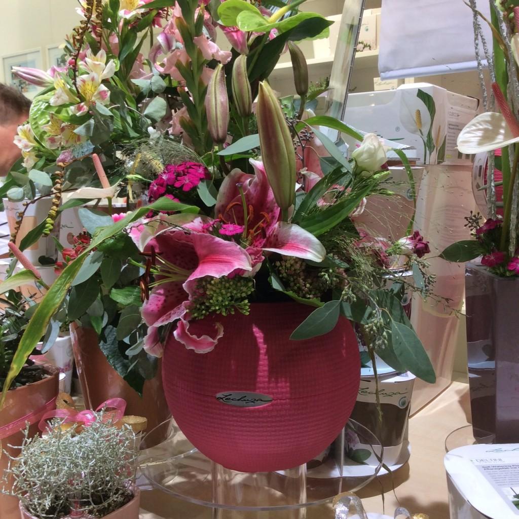 Vasi e fioriere di design eurogreenpero milano for Designer giardini